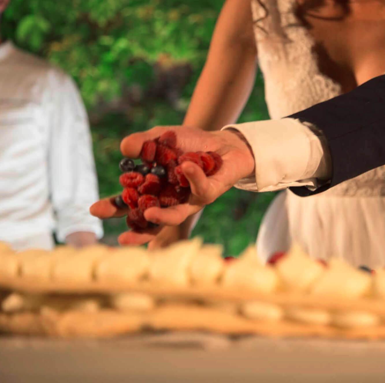 Torta nuziale realizzata da esperti cake designers. Giulia Alessandri Wedding Planner: progettazione e coordinazione matrimoni in Toscana.