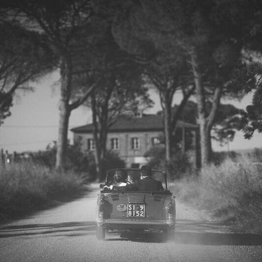 Noleggio auto d'epoca per matrimonio in Toscana. Giulia Alessandri Wedding Planner: progettazione e coordinazione matrimoni in Toscana.
