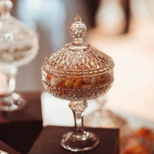 Raffinate bomboniere con confetti per matrimonio. Giulia Alessandri Wedding Planner: progettazione e coordinazione matrimoni in Toscana.