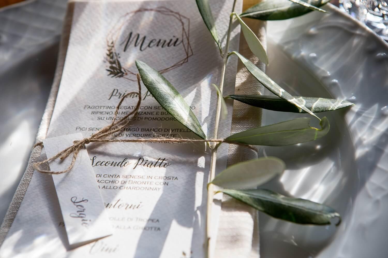 Partecipazioni di matrimonio altamente personalizzate ed eleganti. Giulia Alessandri Wedding Planner: progettazione e coordinazione matrimoni in Toscana.
