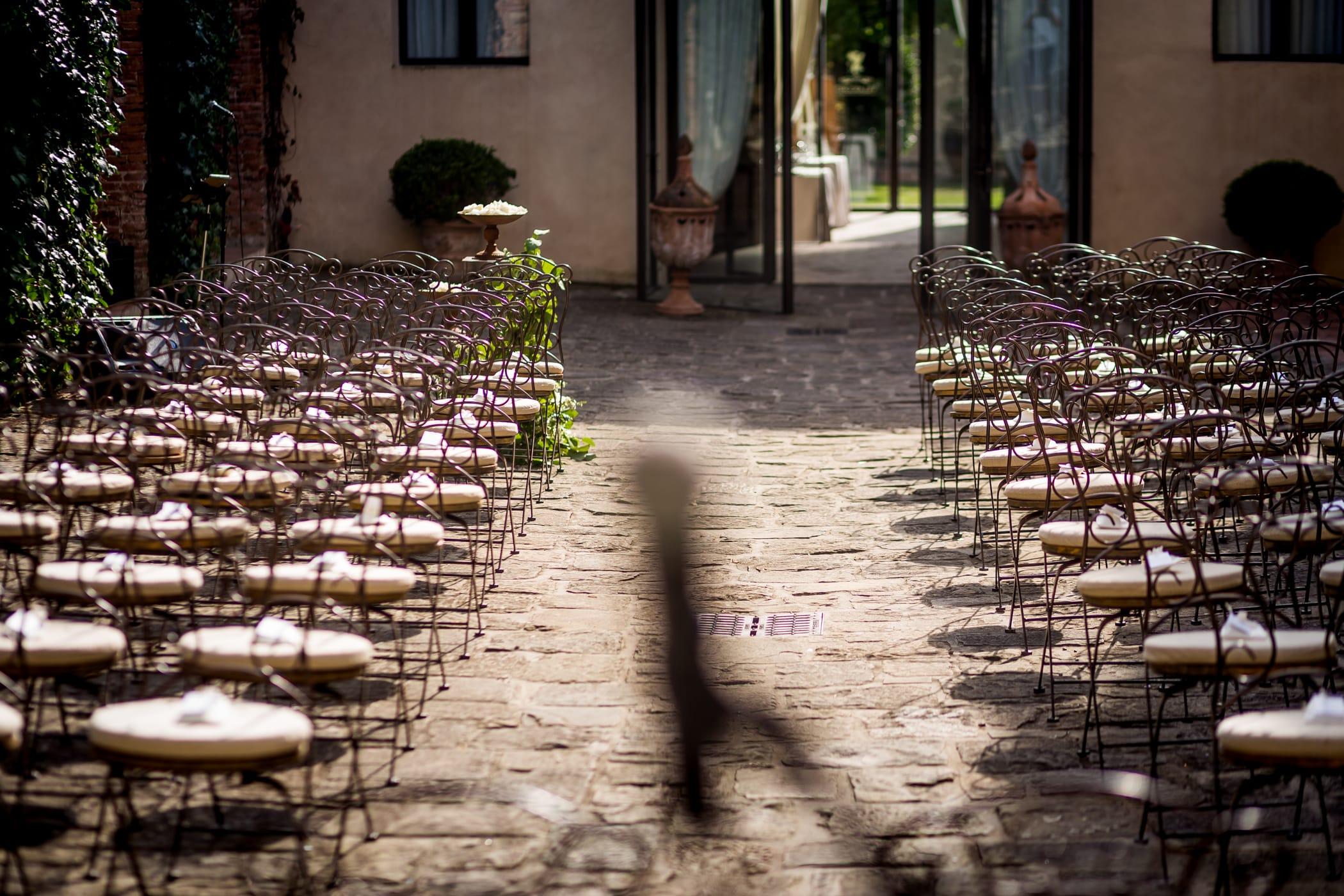 Matrimonio in borghi e ville storiche a Pisa. Giulia Alessandri Wedding Planner: progettazione e coordinazione matrimoni in Toscana.