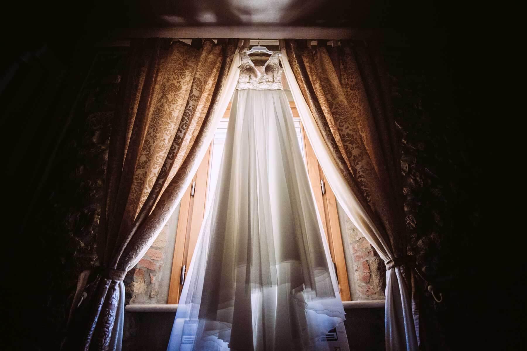 Abito da sposa dei migliori stilisti italiani ed esteri. Giulia Alessandri Wedding Planner: progettazione e coordinazione matrimoni in Toscana.